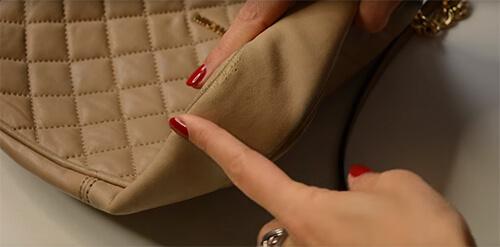 geanta din piele subţire deteriorata